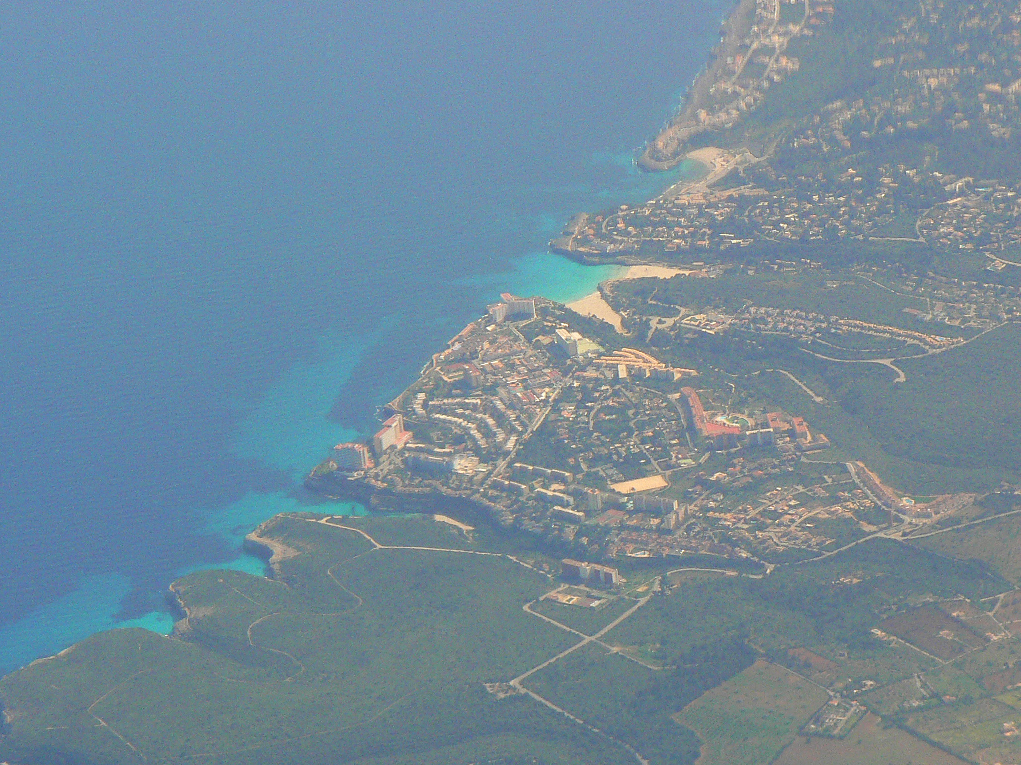 Foto playa Caló Bota. Cales de Mallorca aus dem Flugzeug