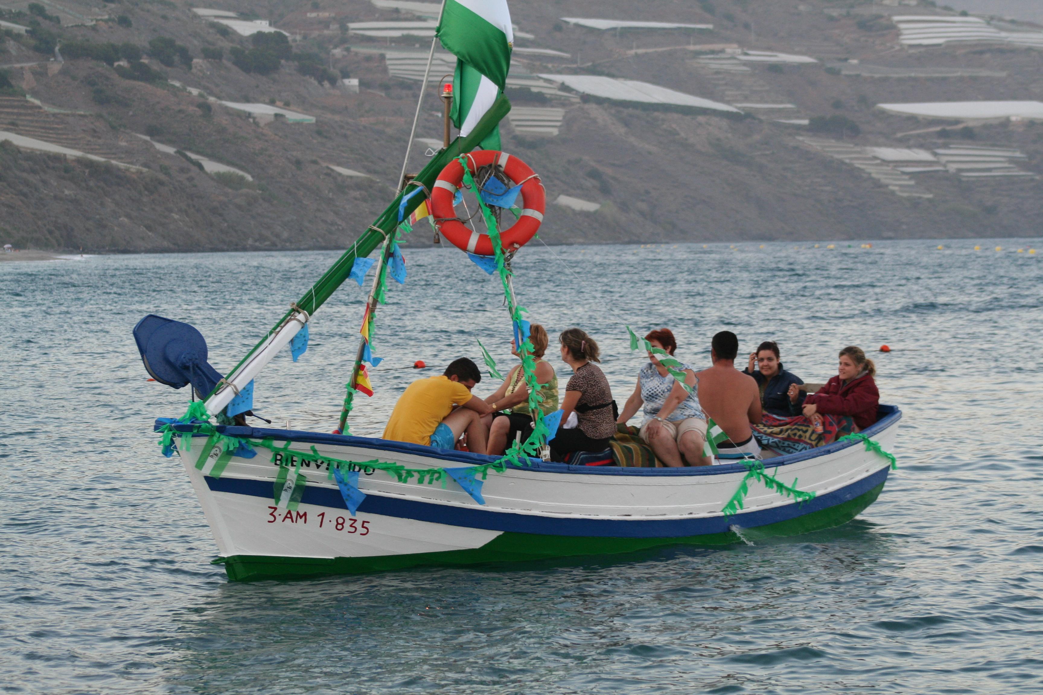 Foto playa Cambriles. Barca de pesca para procesionar  la Virgen del Carmen