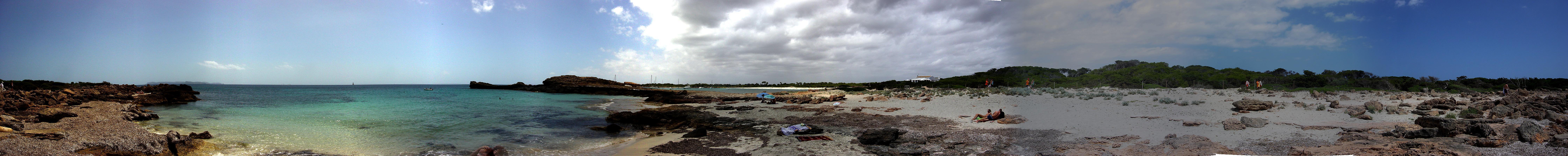 Foto playa Es Caragol. Panorama - near Playa es Caragol