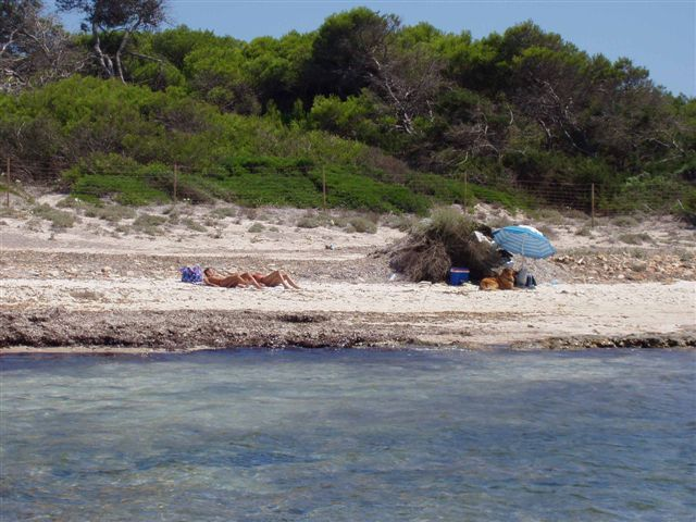 Foto playa Cala en Tugores. es dofi