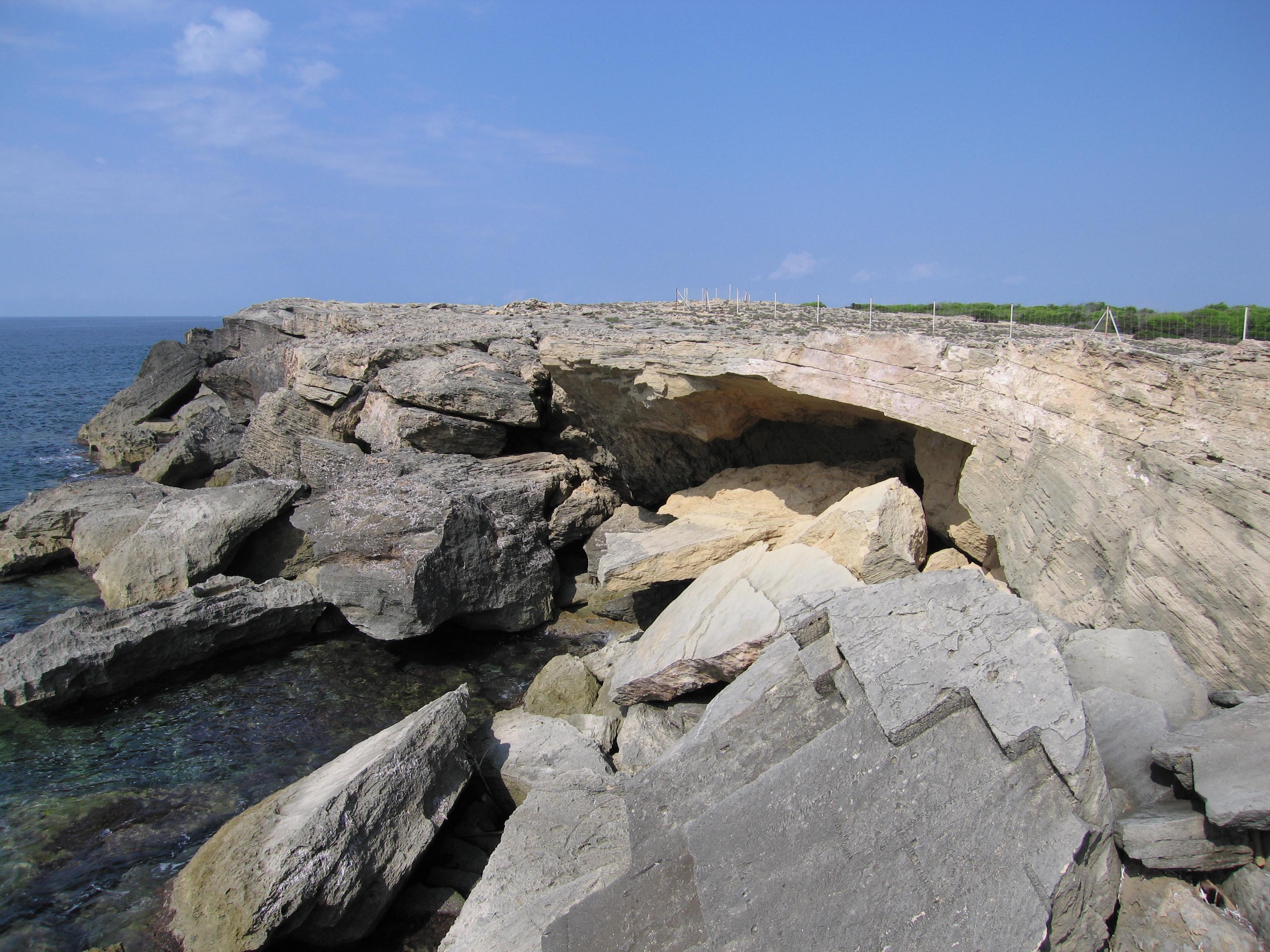 Foto playa Cala en Tugores. Unterspühlung