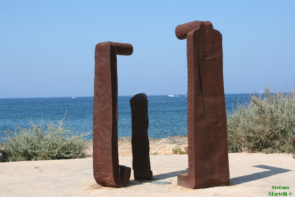 Foto playa Cala Galiota. Sculpture on Colonia Sant Jordì beach