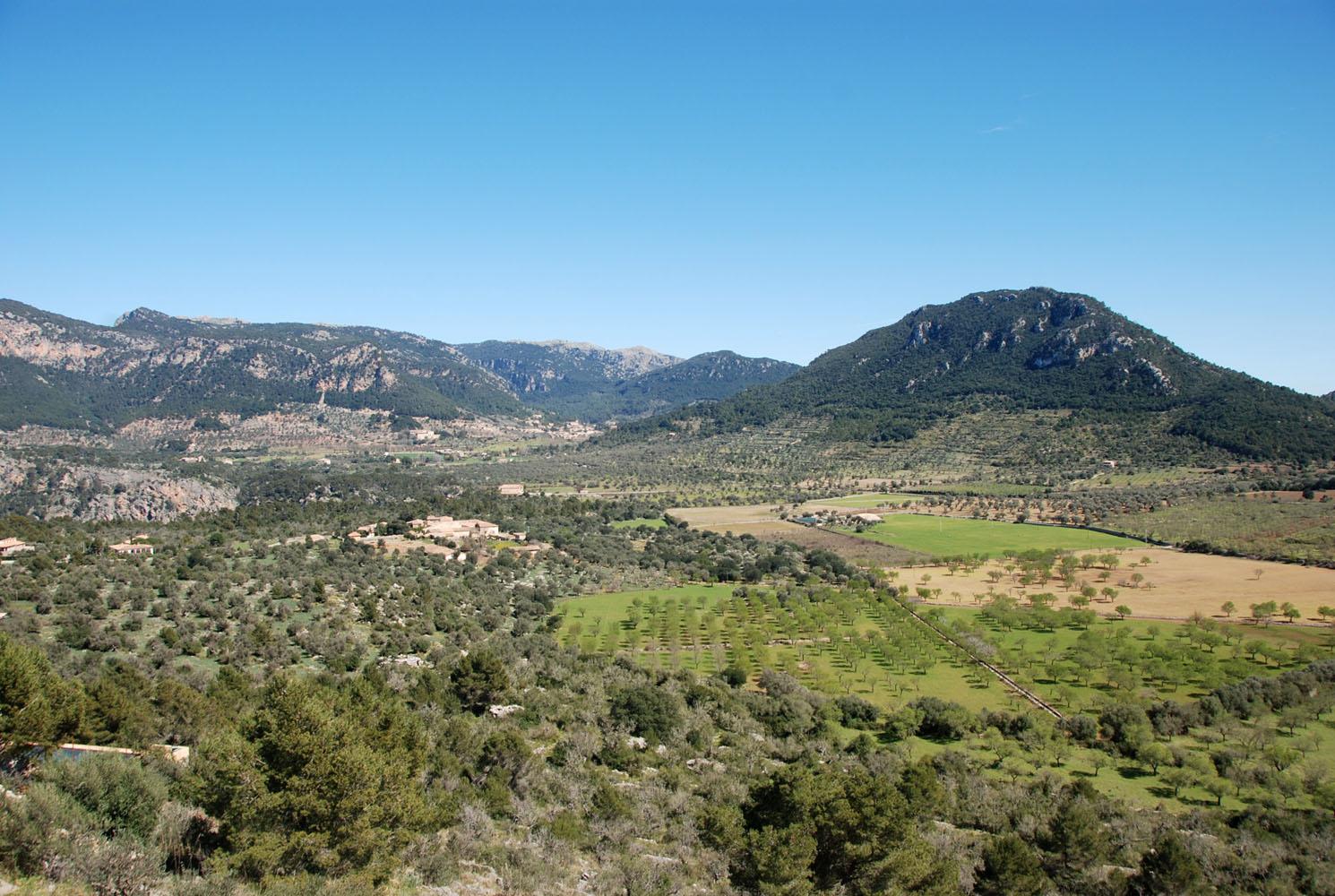 Foto playa Sa Cova. View to Valldemossa / Island of Mallorca / Spain