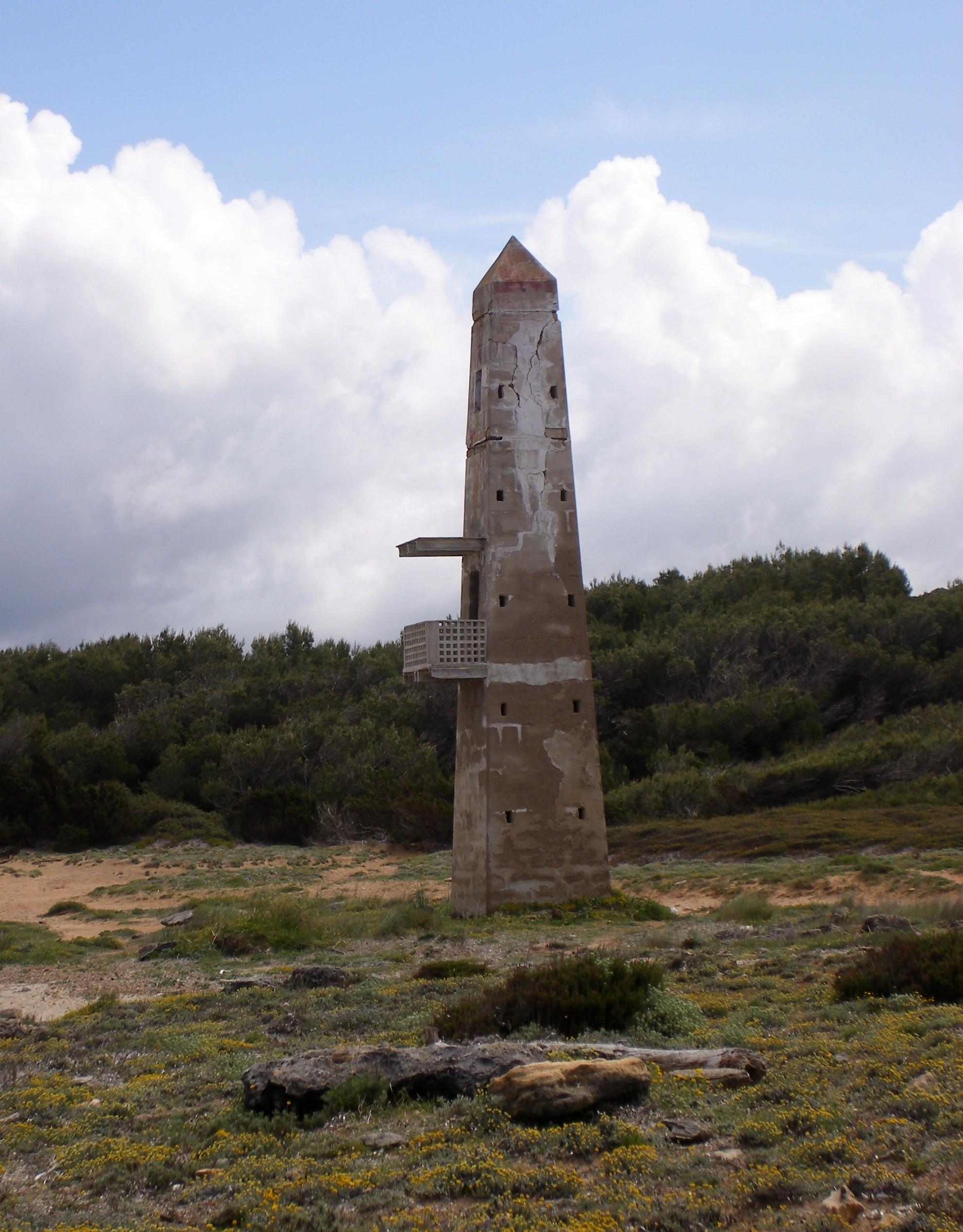 Foto playa Cala Serralot. An old watchtower