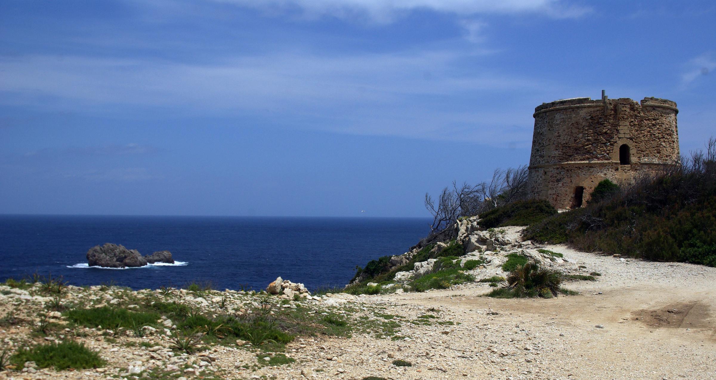 Foto playa Cala es Matzoc. El Faralló y la Torre d´Albarca