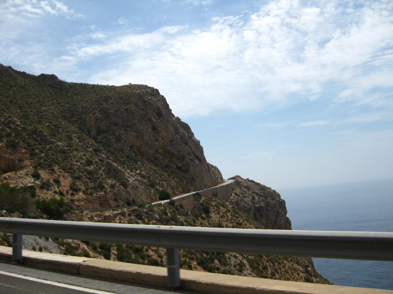 Foto playa La Rijana. Calahonda - curvas de la carretera antigua al salir de Calahonda