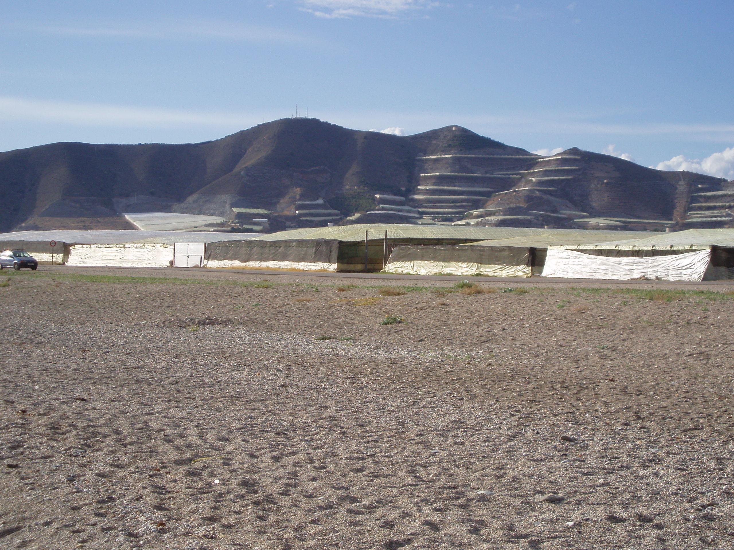 Foto playa Carchuna. Plastic coastline