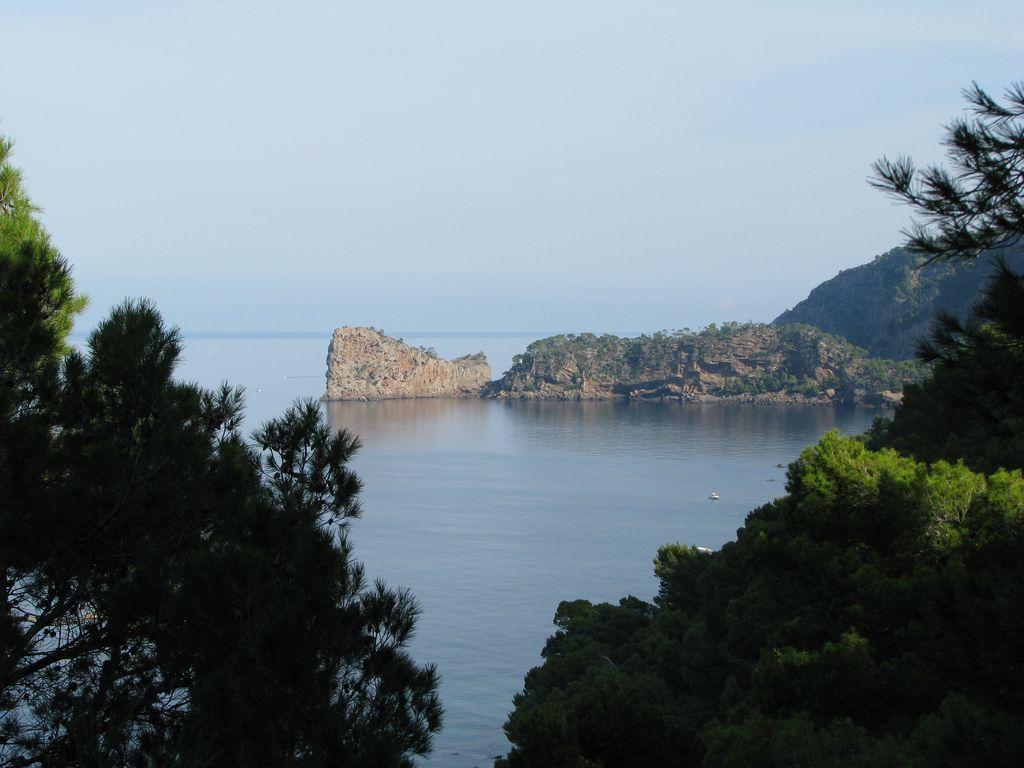 Foto playa Sa Font Figuera. Sa Foradada des del caló de s´Estaca