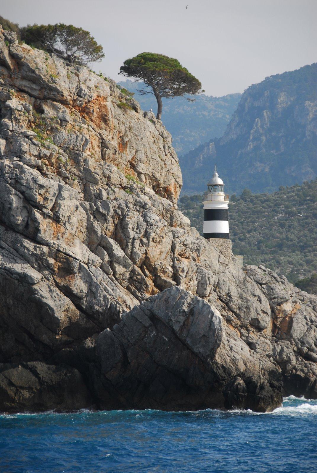Foto playa Puerto de Sóller. The Smaller lighthouse at Port Soller