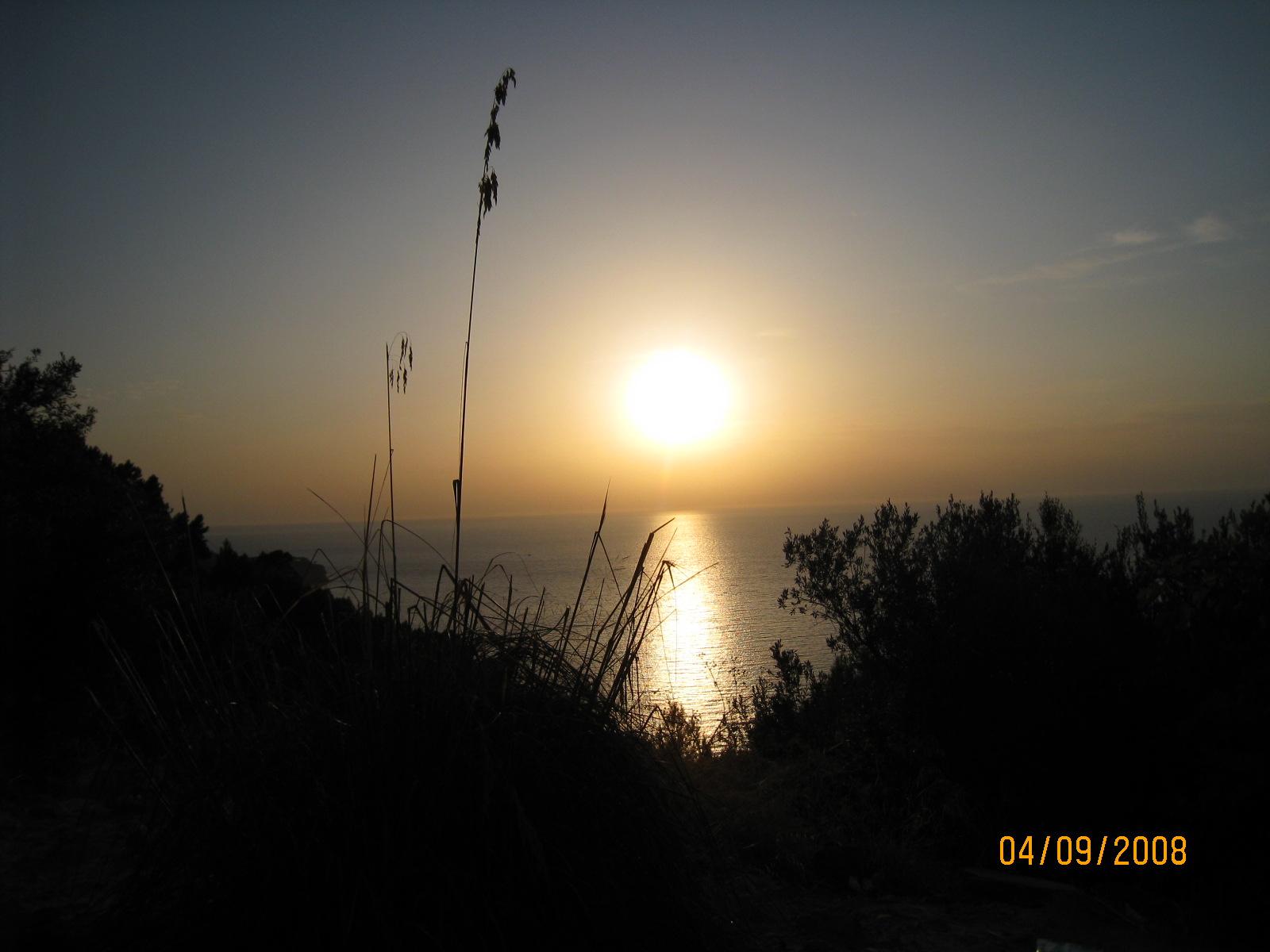 Foto playa Cala Fotuda / Ses Fel-les. Puesta de Sol en Cala Tuent