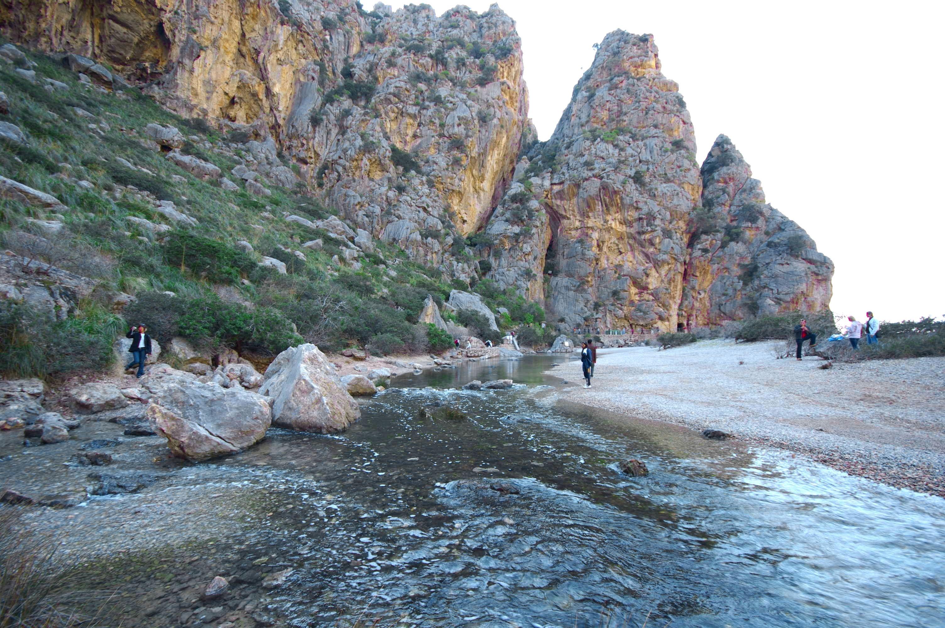 Foto playa Cala Capellans. Calobra envoltada de turistes - Buy a print in - http://cafate.blogspot.com/