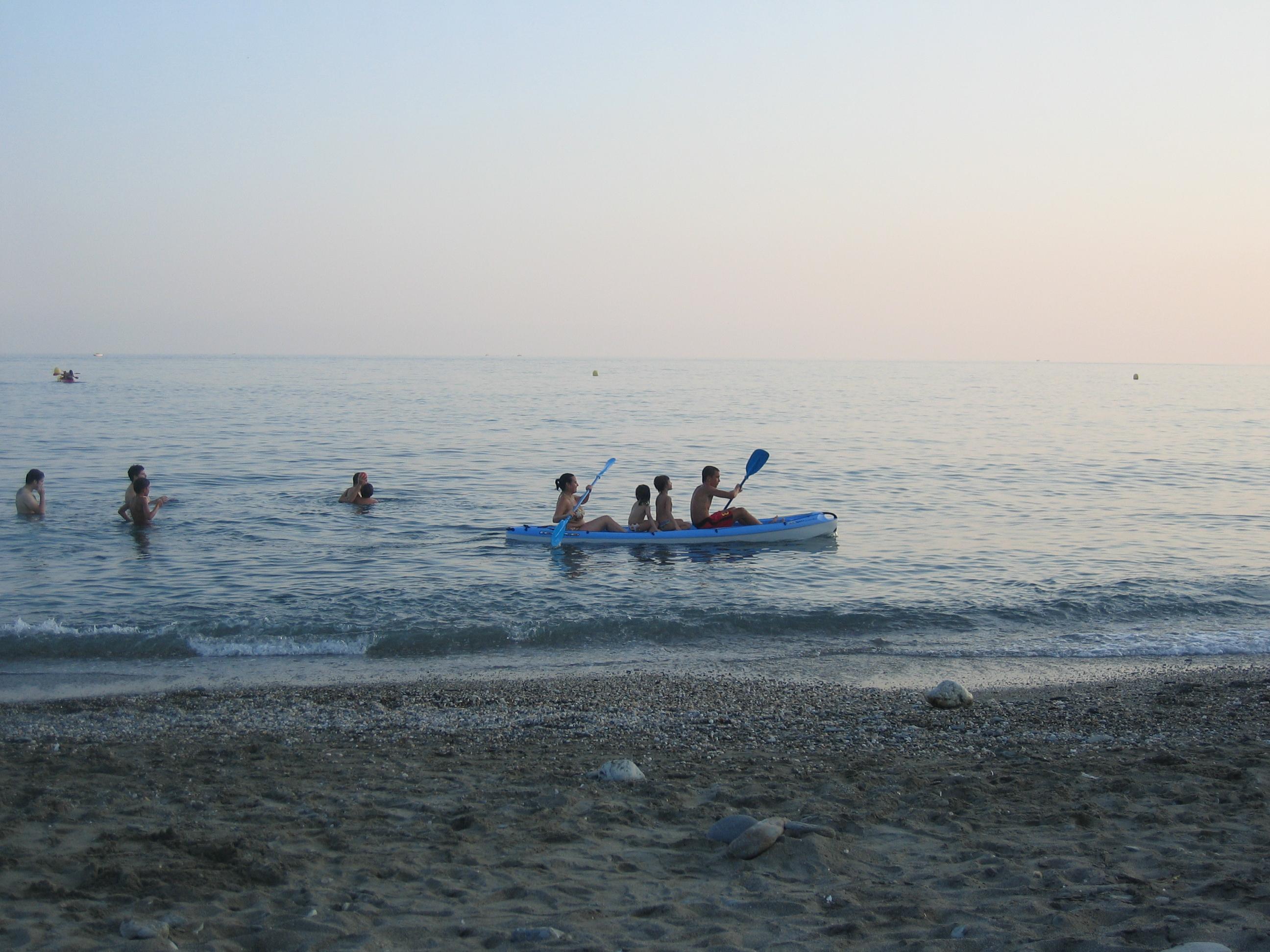 Foto playa La Chucha. Divirtiendose en Carchuna
