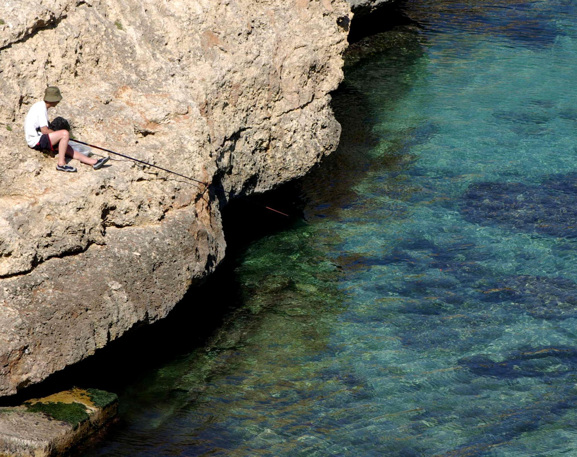 Foto playa Porto Cristo / Platja d´es Port / Coves Blanques. Pescador Cala Antena Mallorca - Buy a print in - http://cafate.blogspot.com/