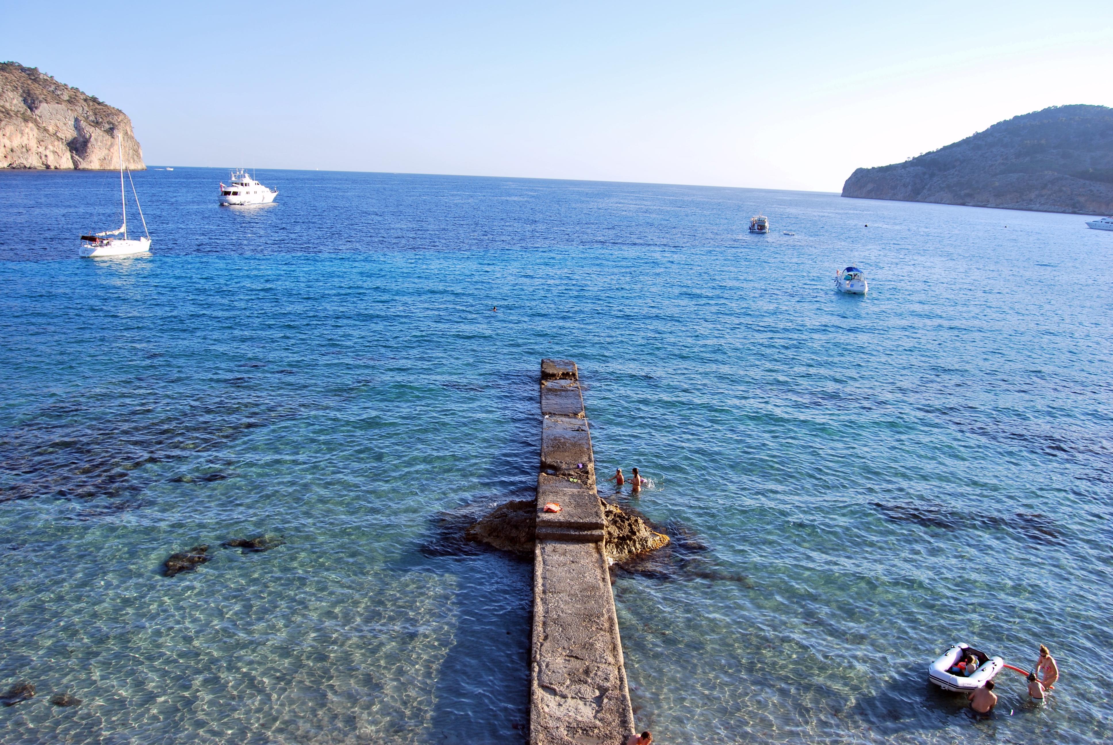 Foto playa Camp de Mar. camp de mar