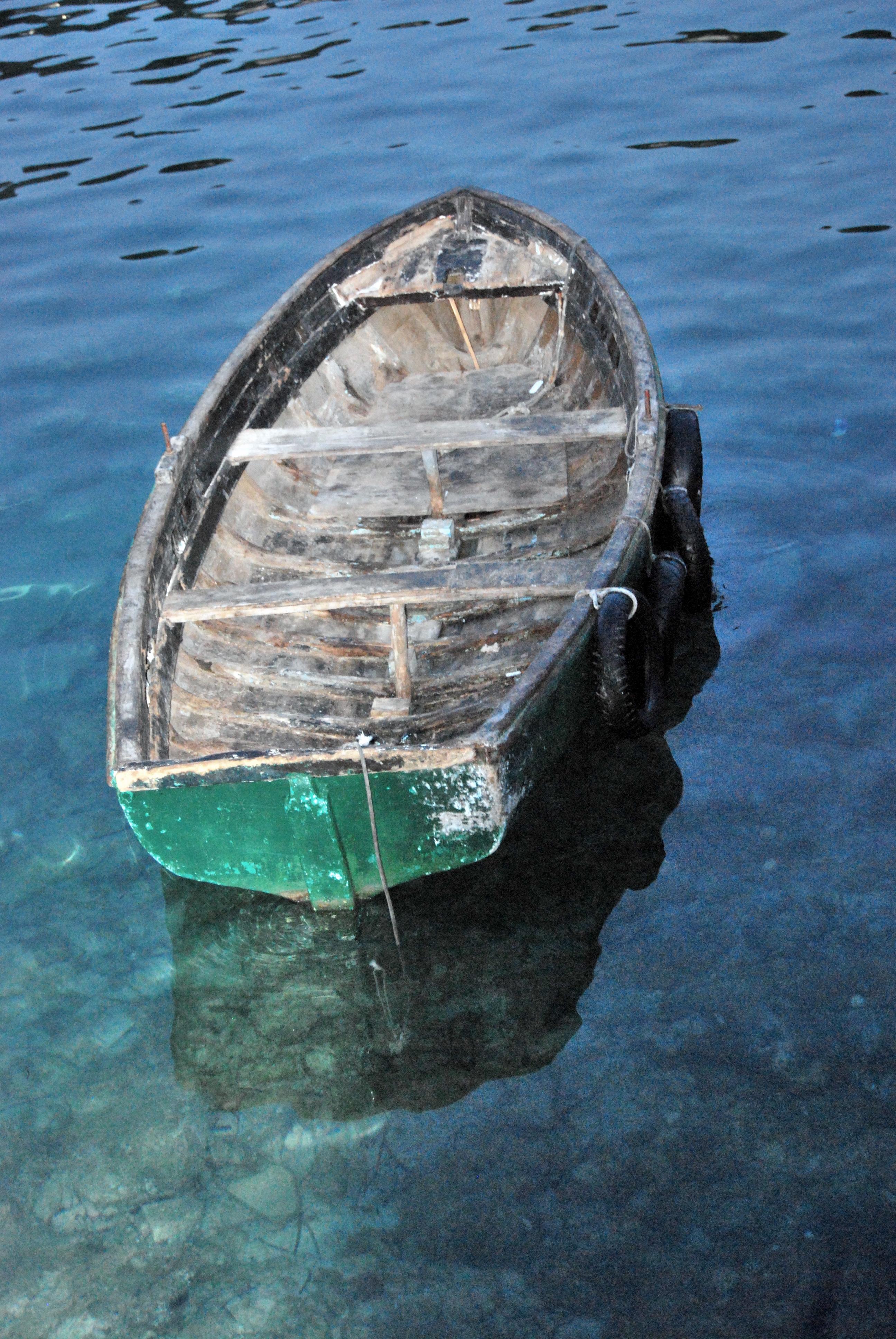Foto playa Camp de Mar. life boat