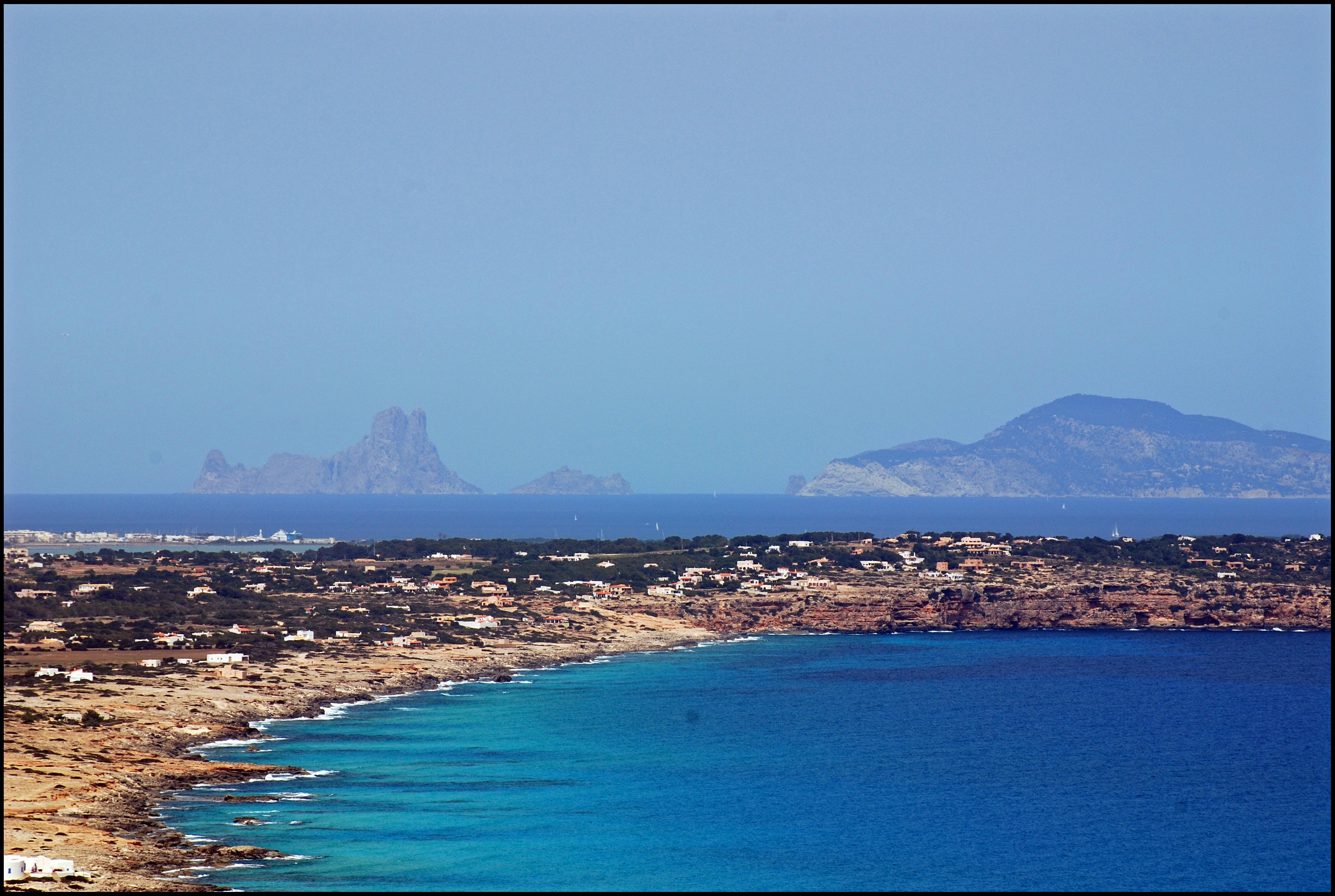 Foto playa Es Caló. Es Vedrá des de Formentera