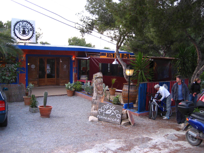 Foto playa Es Caló. Restaurant Acapulco