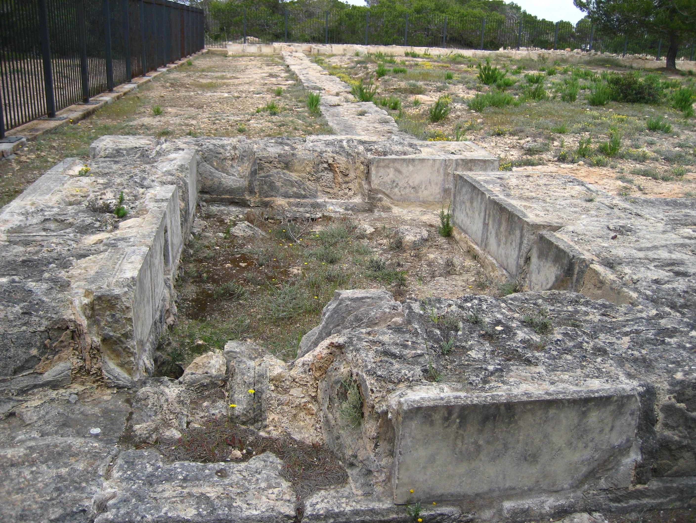 Foto playa Ses Canyes. Old Roman ruins