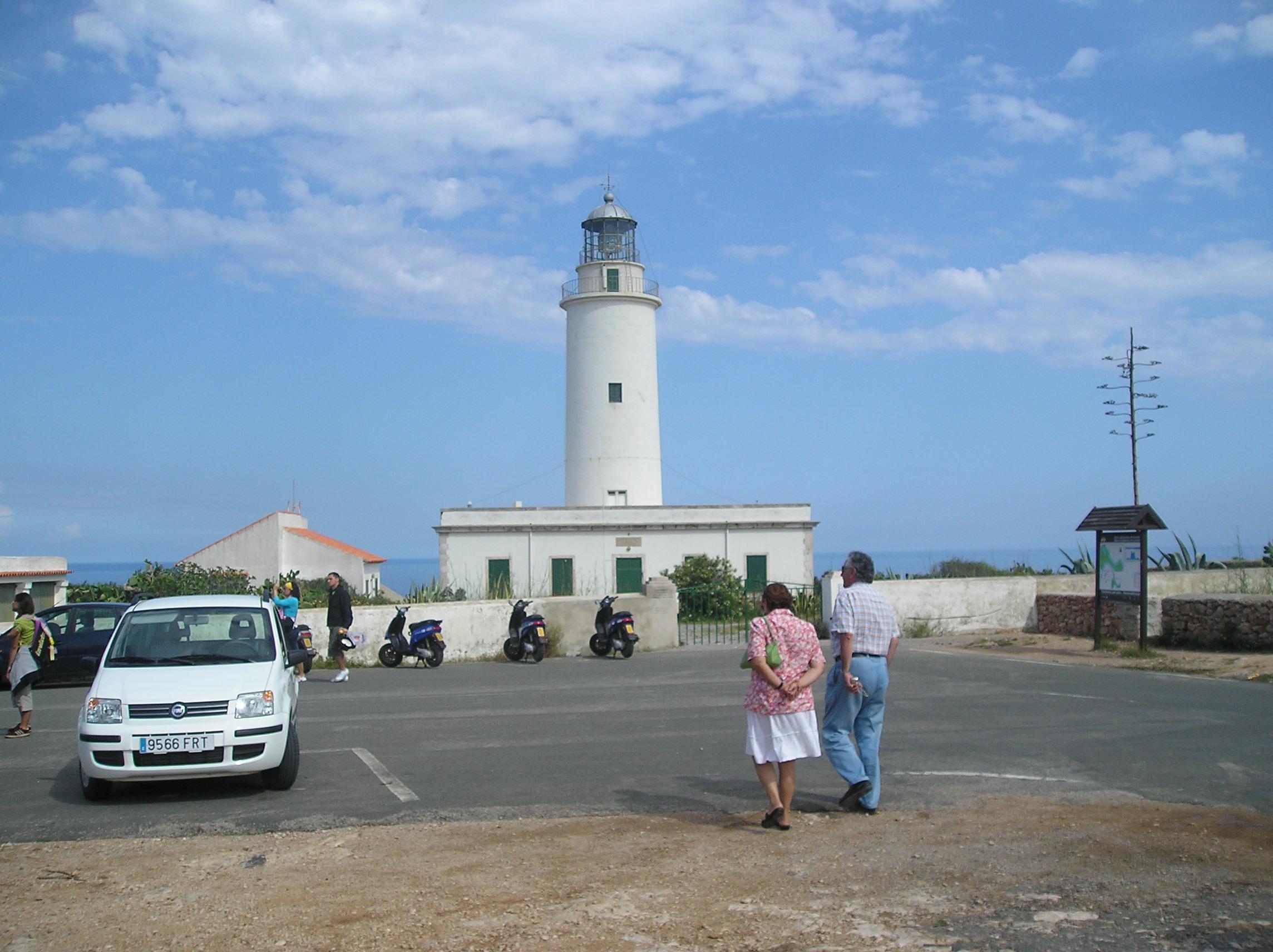 Foto playa Cala Codolá. Faro de la Mola 1