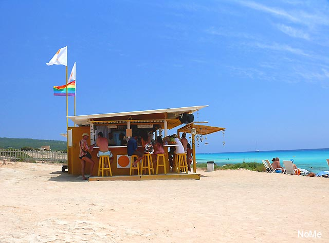 Foto playa Els Arenals. Kiosko Giallo