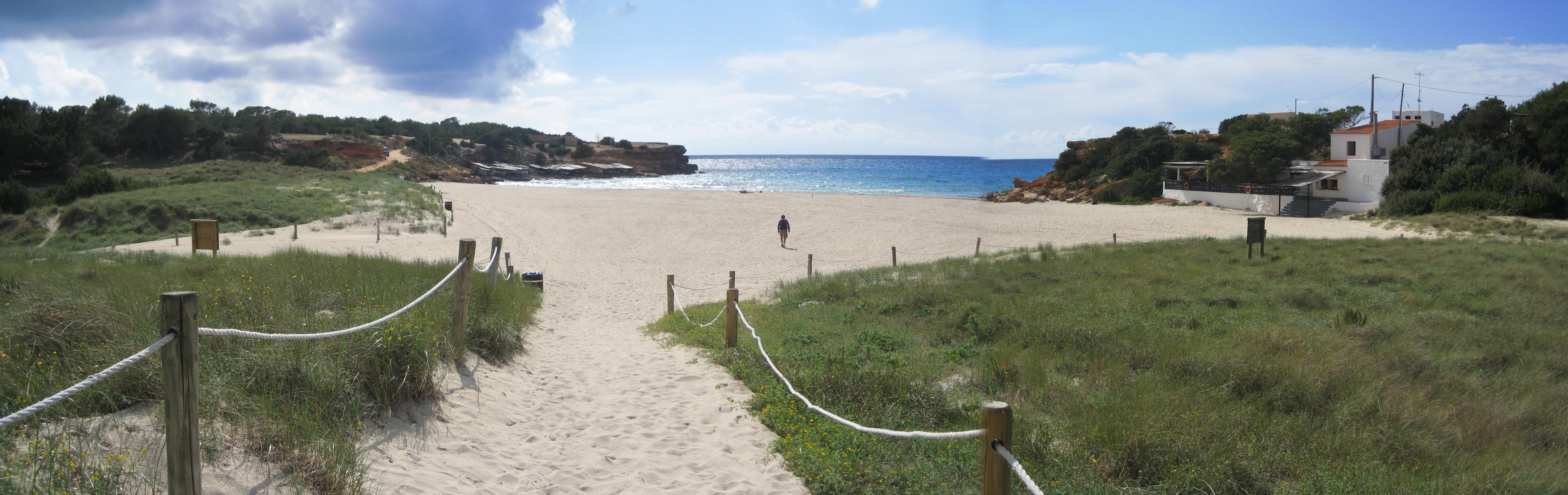 Foto playa Cala Saona. Cala Sahona panorama