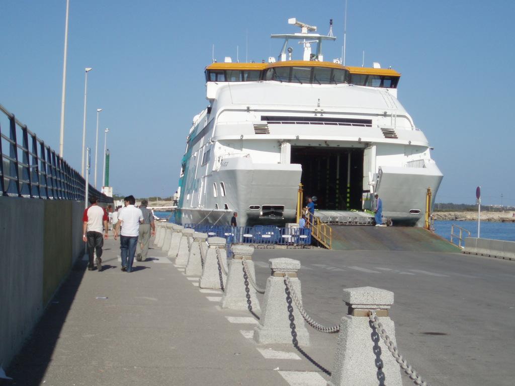 Foto playa Cala Savina. Fast Ferry hacia Ibiza