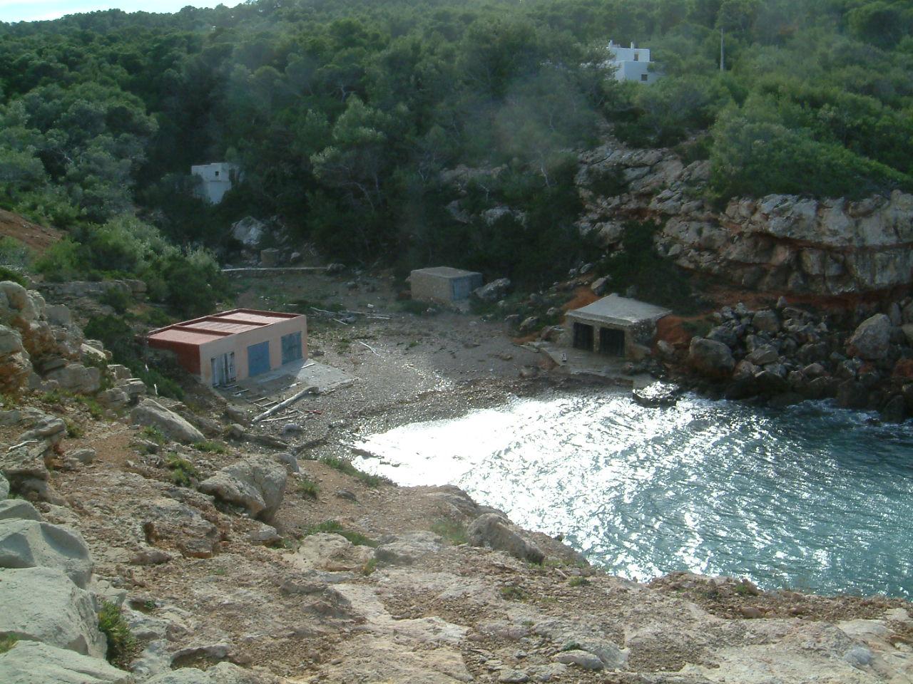 Foto playa Cala Salada. Cala Pequeña en la costa oeste