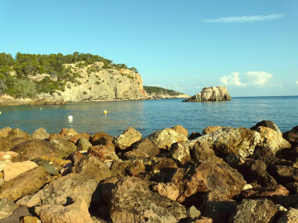 Foto playa Cala Xarraca. Espagne, l´Ã®le d´Ibiza la Cala de Xarraca, belle plage sauvage près de Portinatx