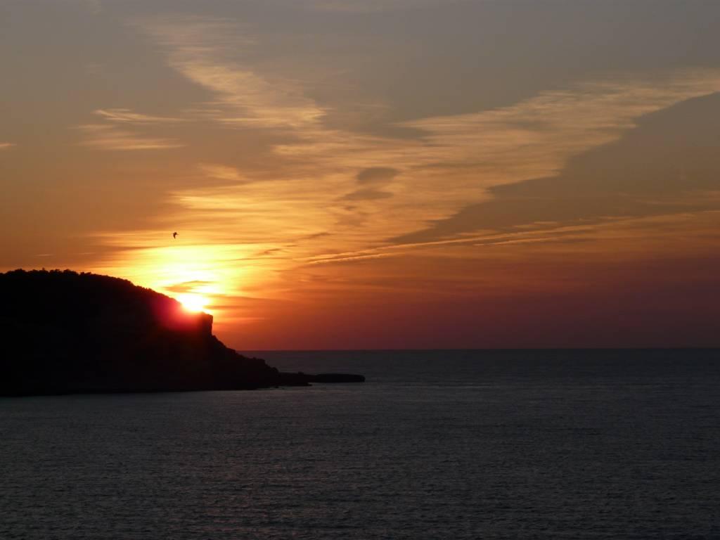 Foto playa Port de Portinatx / Cala Portinatx. Espagne, l´Ã®le d´Ibiza un coucher de soleil chaque soir à Torre de Portinatx