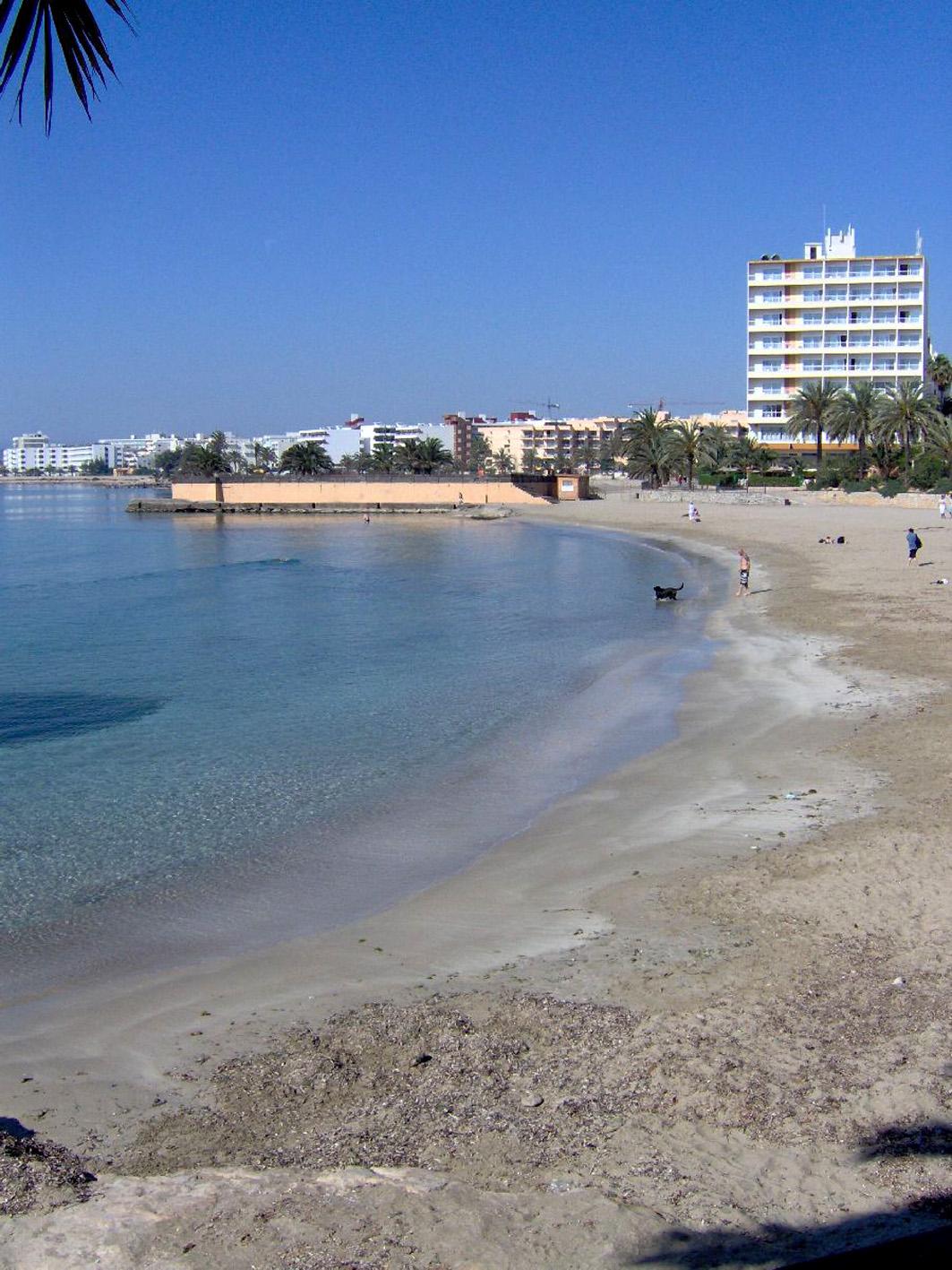 Foto playa Ses Figueretes. Blick Richtung Platja d`en Bossa 08.05.2007