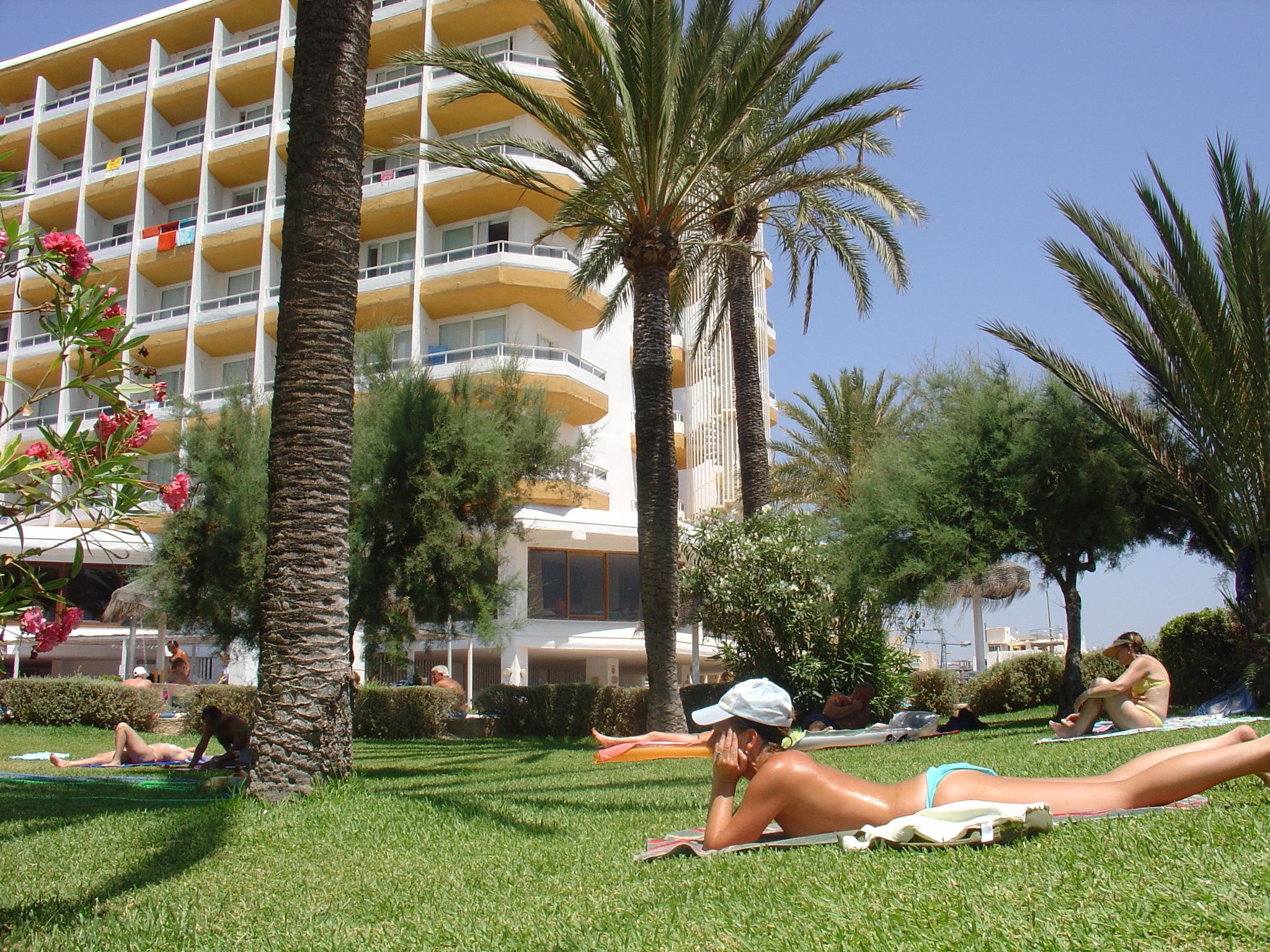 Foto playa Es Vivé. Algarb Garden