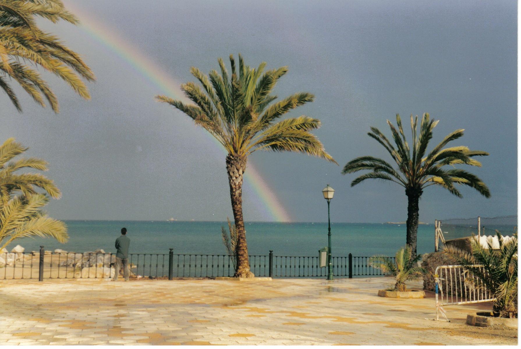 Foto playa Es Vivé. ARCO IRIS