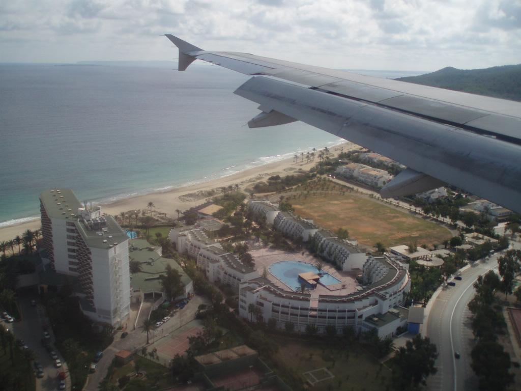 Foto playa En Bossa. Aterrizando en Ibiza. Landing in ibiza