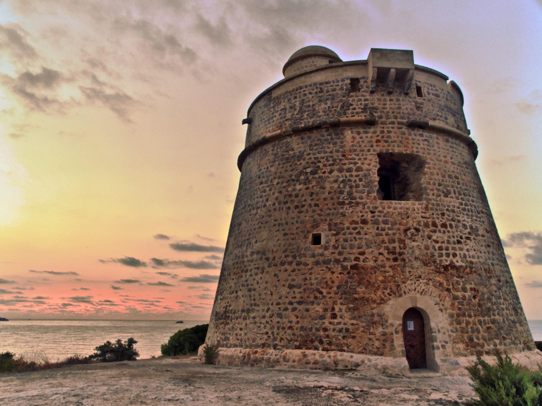 Foto playa En Bossa. Torre d´es Carregador