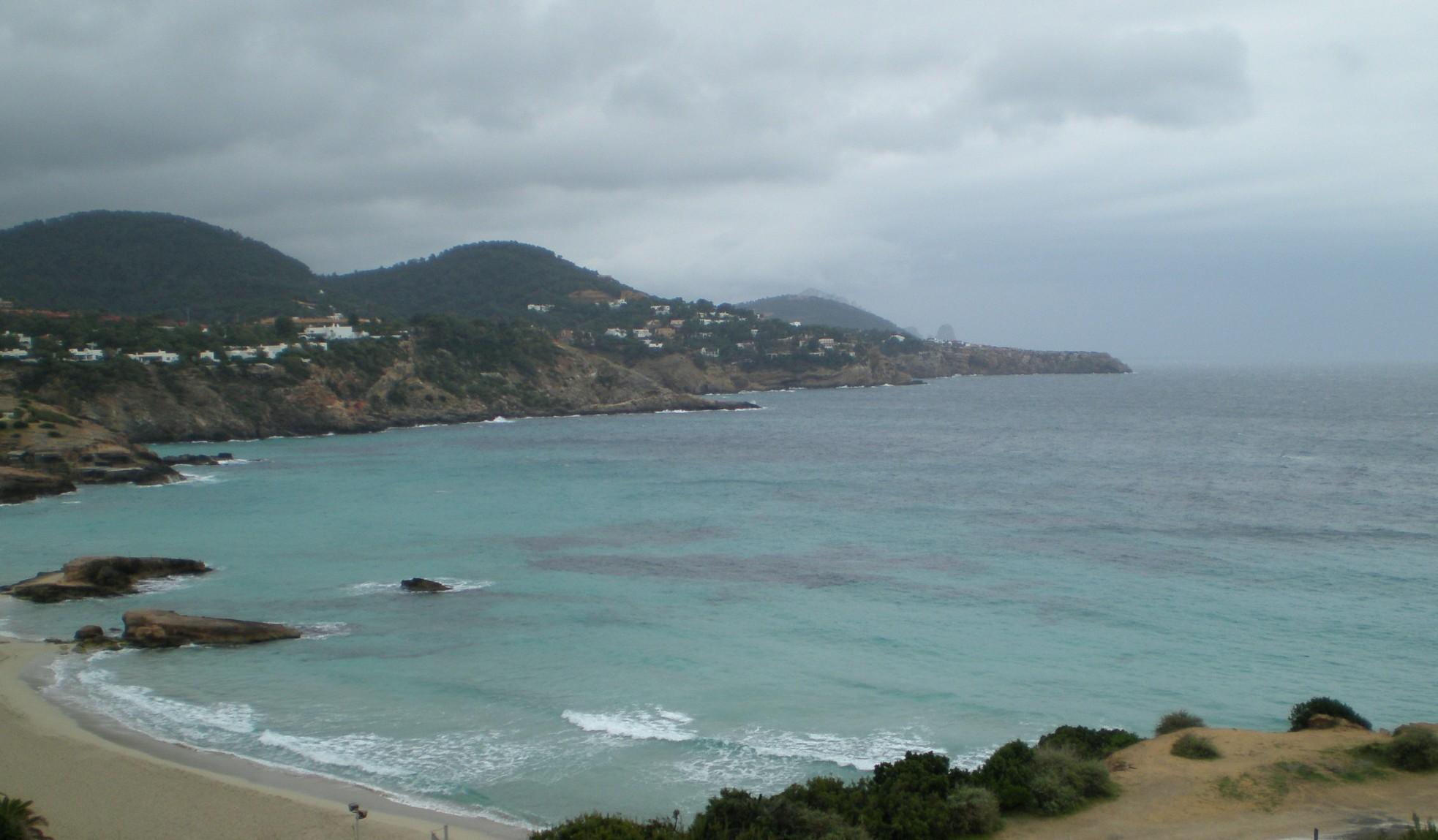 Foto playa Cala Corral. Cala Tarida dia lluvioso