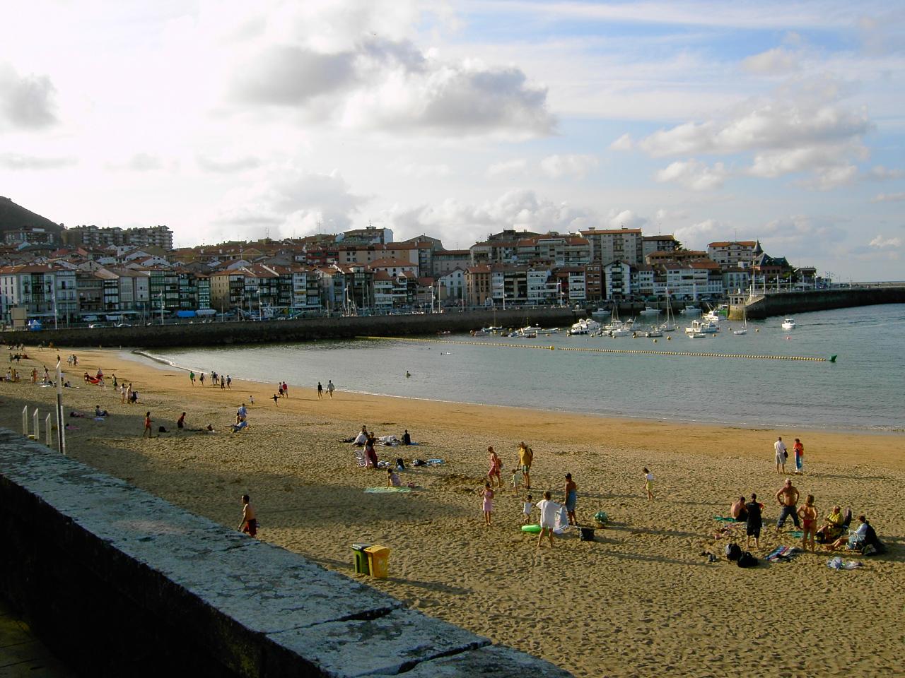 Foto playa Karraspio Txiki / Quincoces. Panoramica de playa de Isunza en Lekeitio, Vizcaya