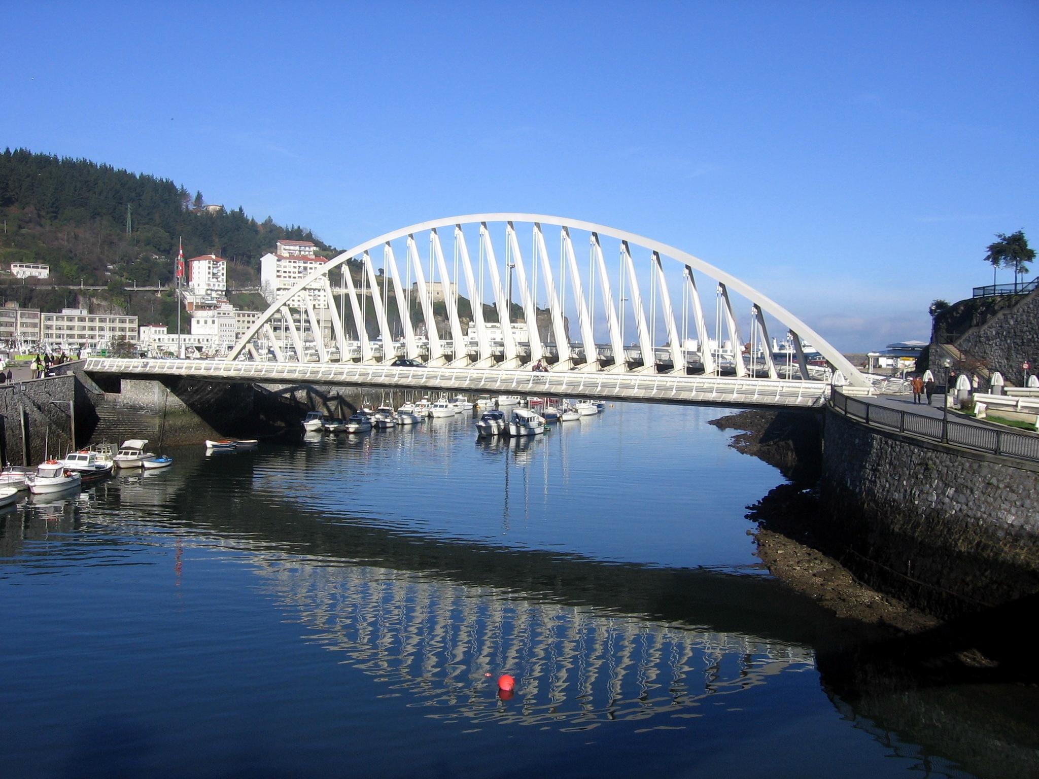 Foto playa Errota Sein / Molino. El puente de Calatrava