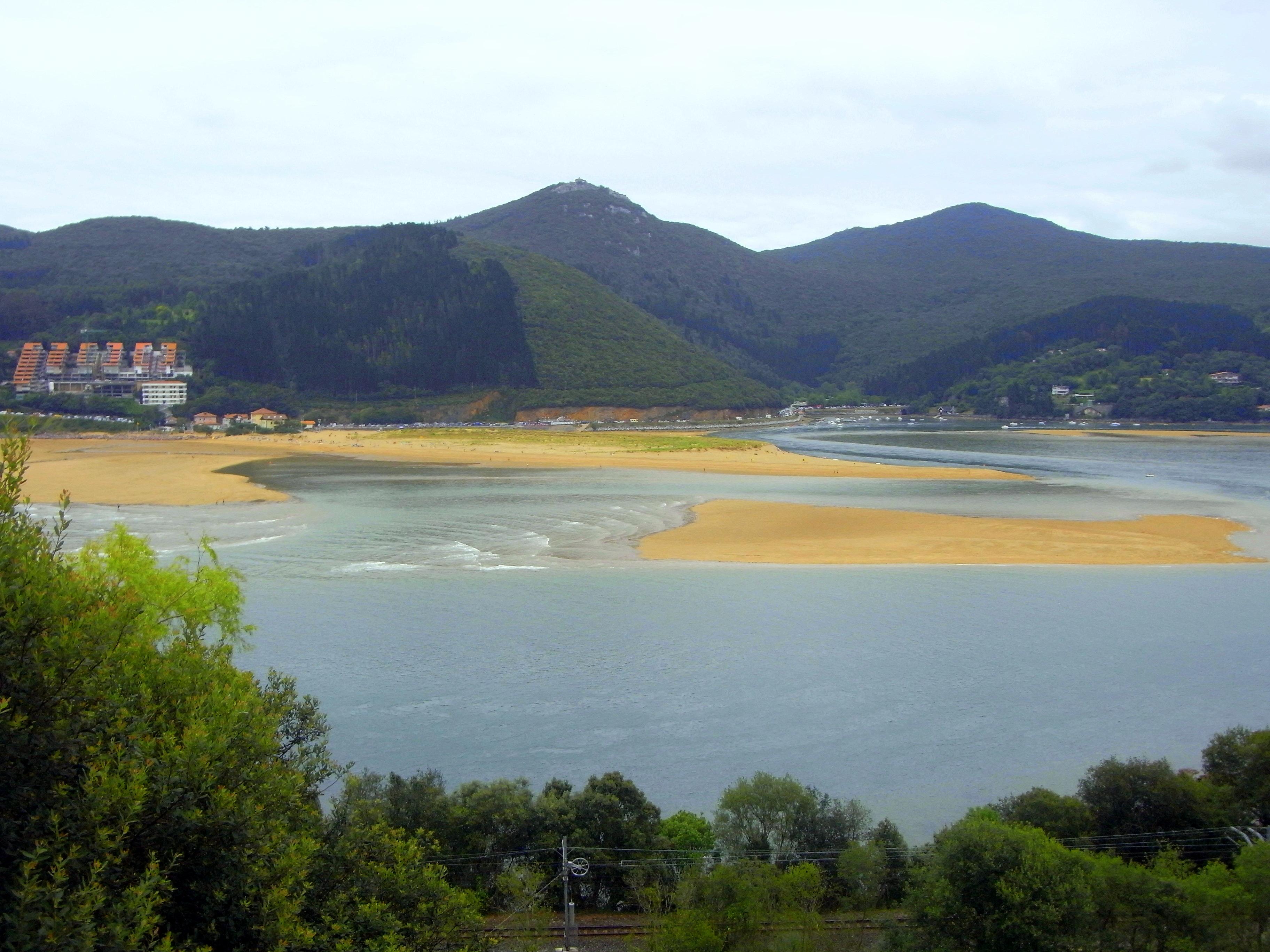 Foto playa Toña. Reserva de la Biosfera de Urdaibai por la Unesco - la Playa de Laida-Urdaibai River and Laida Beach  Basque Country