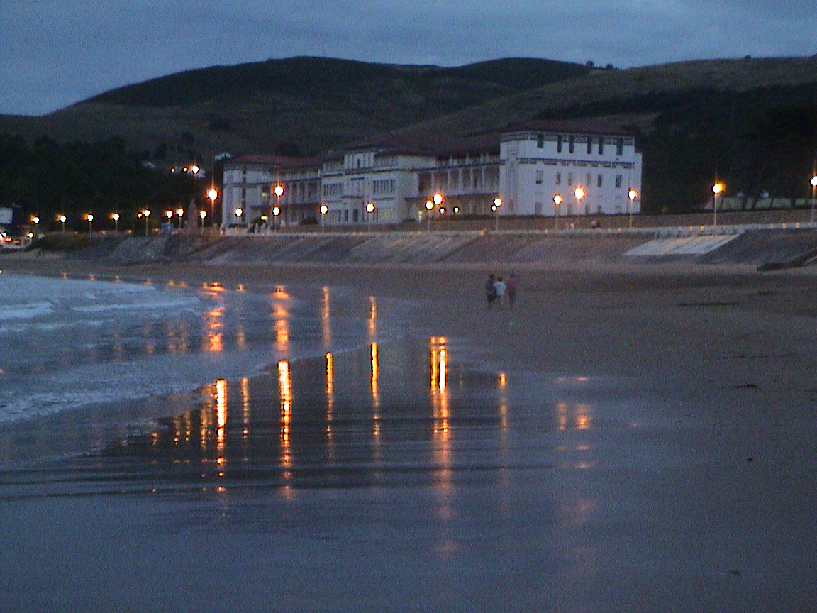 Foto playa Gorliz.  Beach and port. Gorliz, Spain.