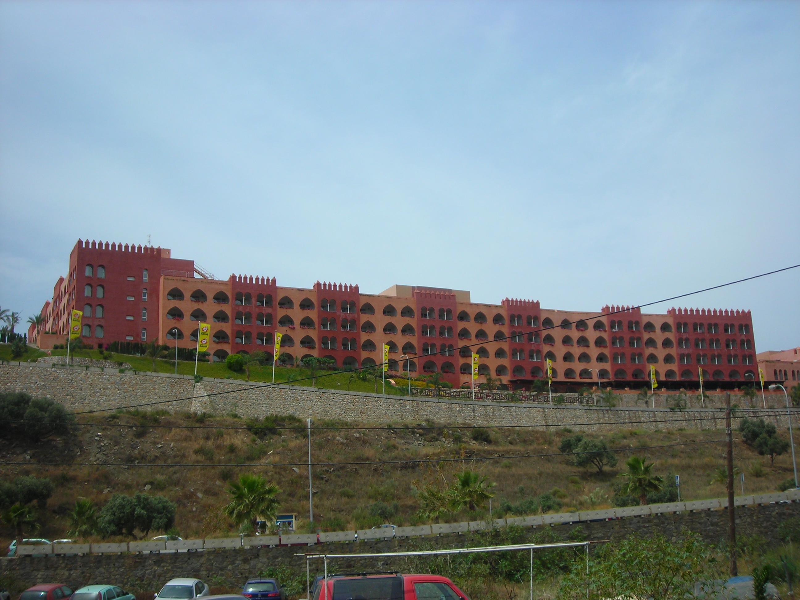 Foto playa Barranco de Enmedio. Hotel al lado de la playa de Cabria. Salobreña. Mayo de 2006