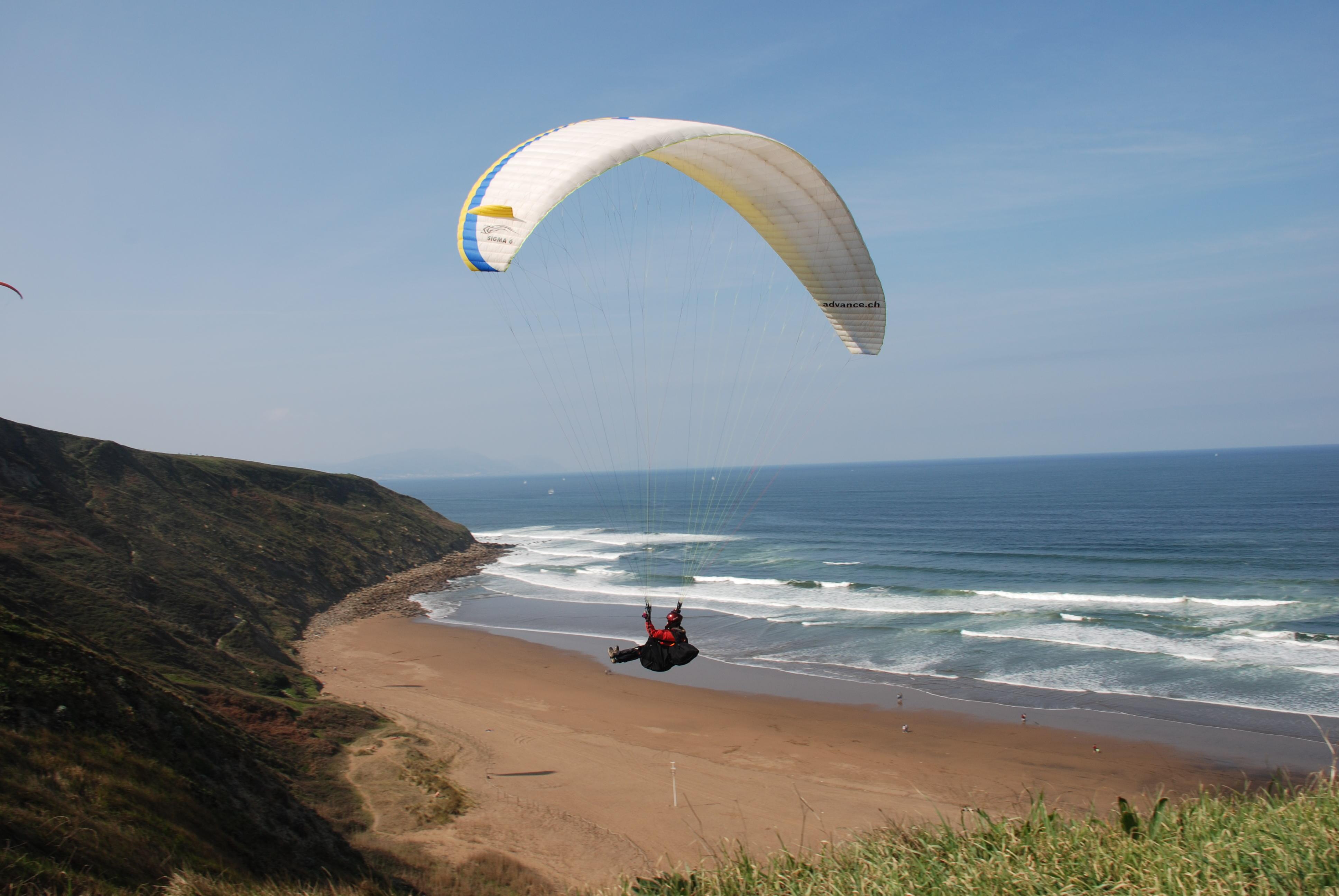 Foto playa Gorrondatxe / Azkorri. Parapente