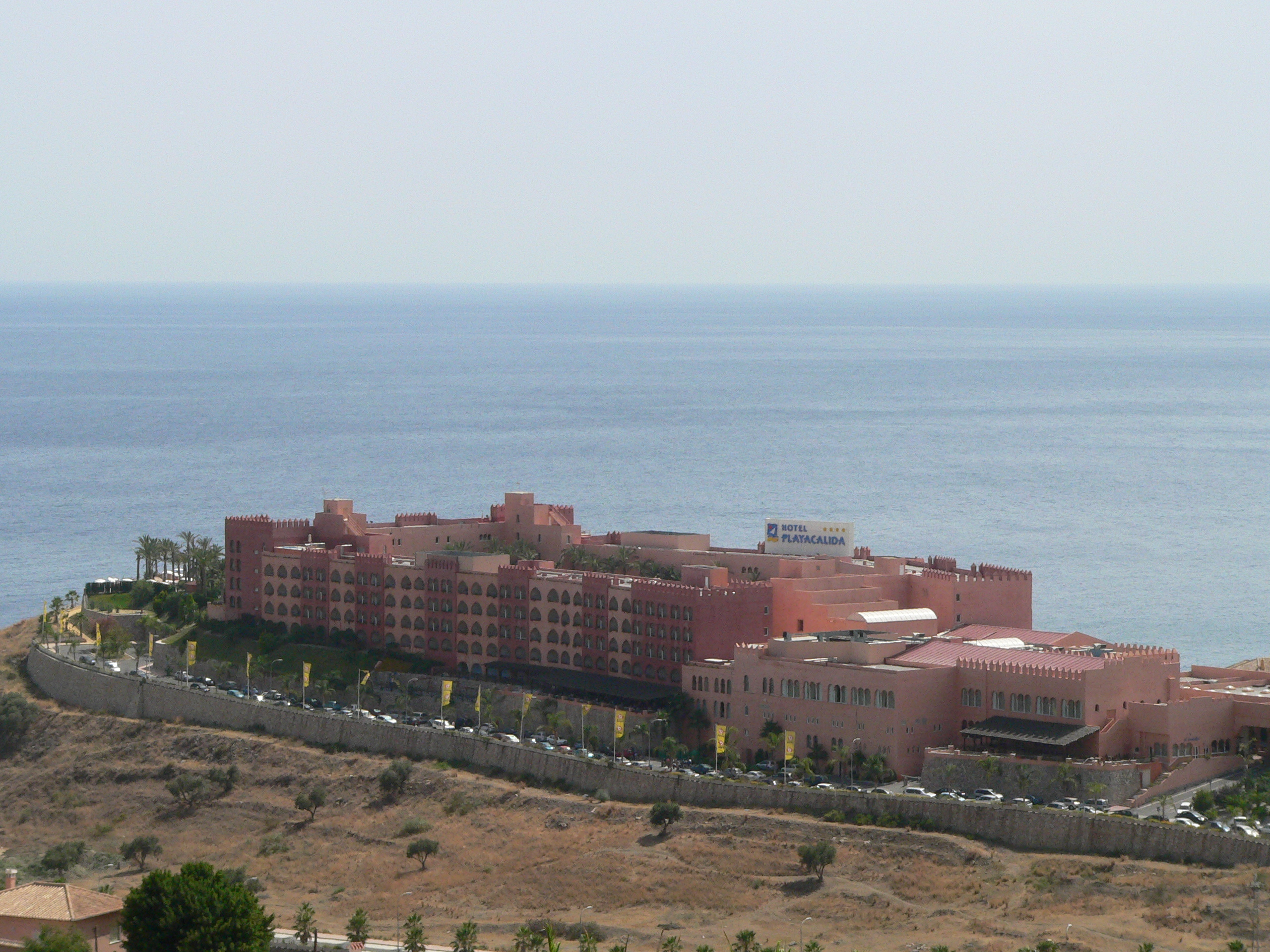 Foto playa Cabria. Hotel Playacalida from the hills