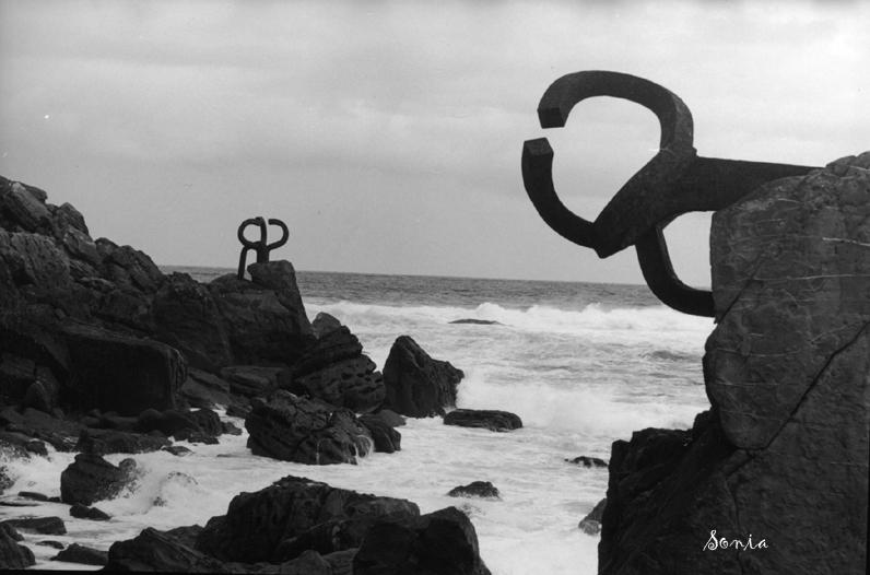 Foto playa Ondarreta. The comb of the wind (El peine del viento, Chillida) San Sebastián