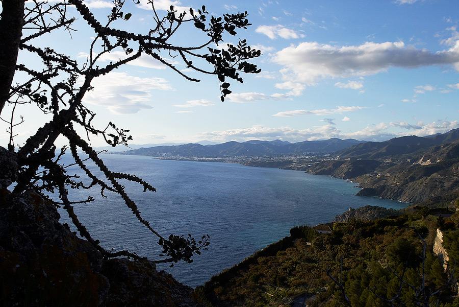 Foto playa Cantarrijan. View to Nerja