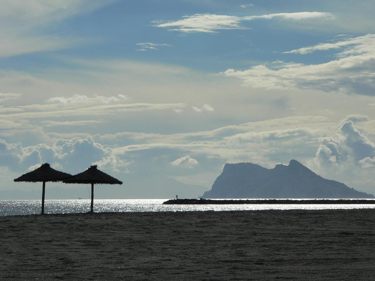 Foto playa Sotogrande. Der Affenfelsen von Gibraltar