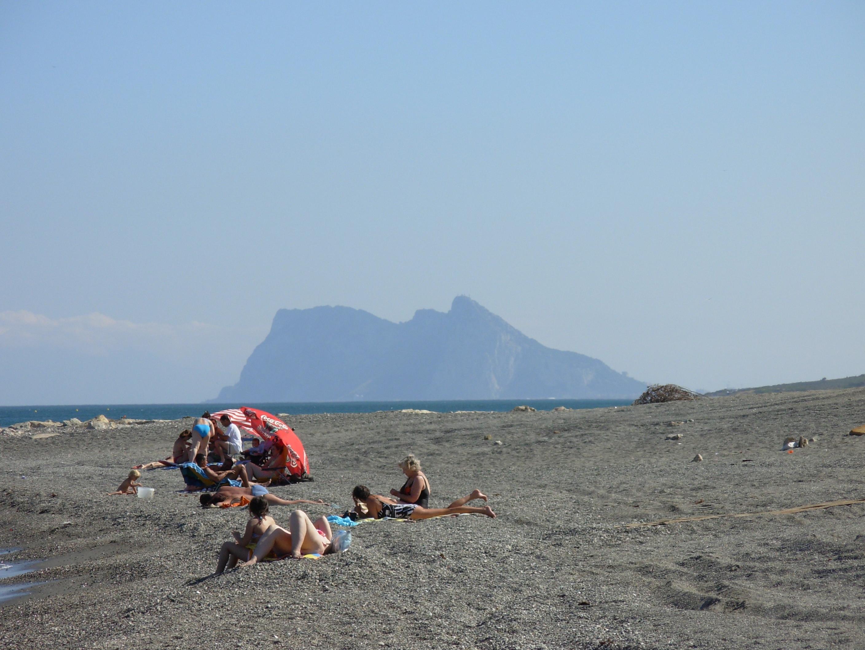 Foto playa Sotogrande. La Roca vista desde soto grande