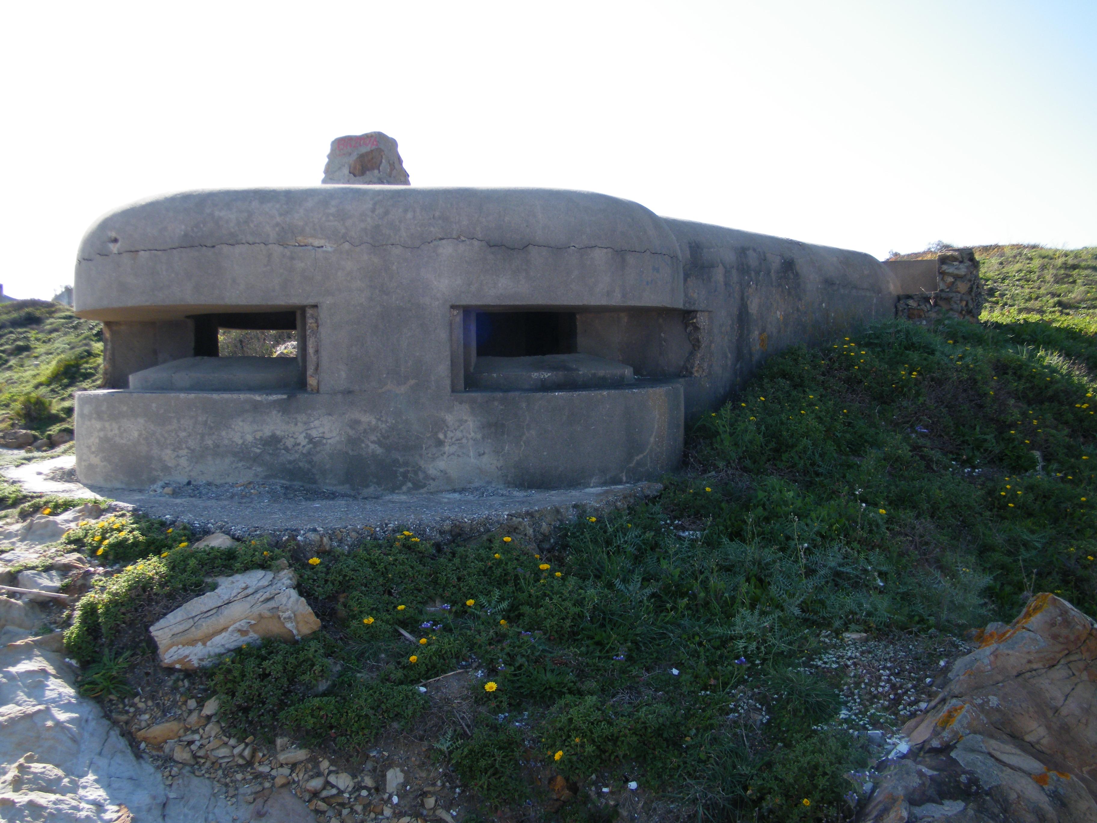 Foto playa Torrecarbonera / El Balneario. Nido de ametralladora - Punta Mala