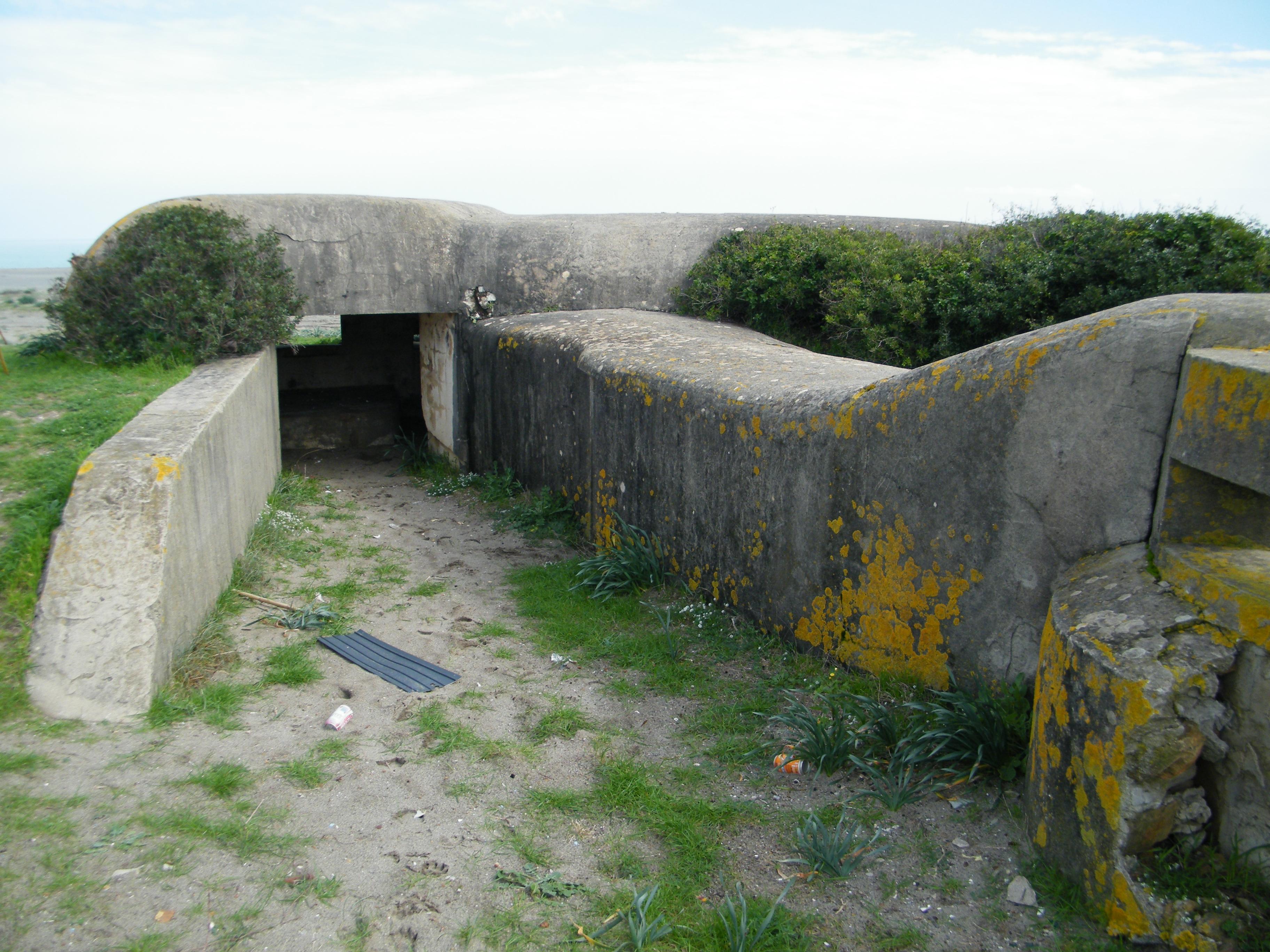Foto playa La Hacienda / Santa Clara. Entrada Bunker costero 2ª Guerra Mundial