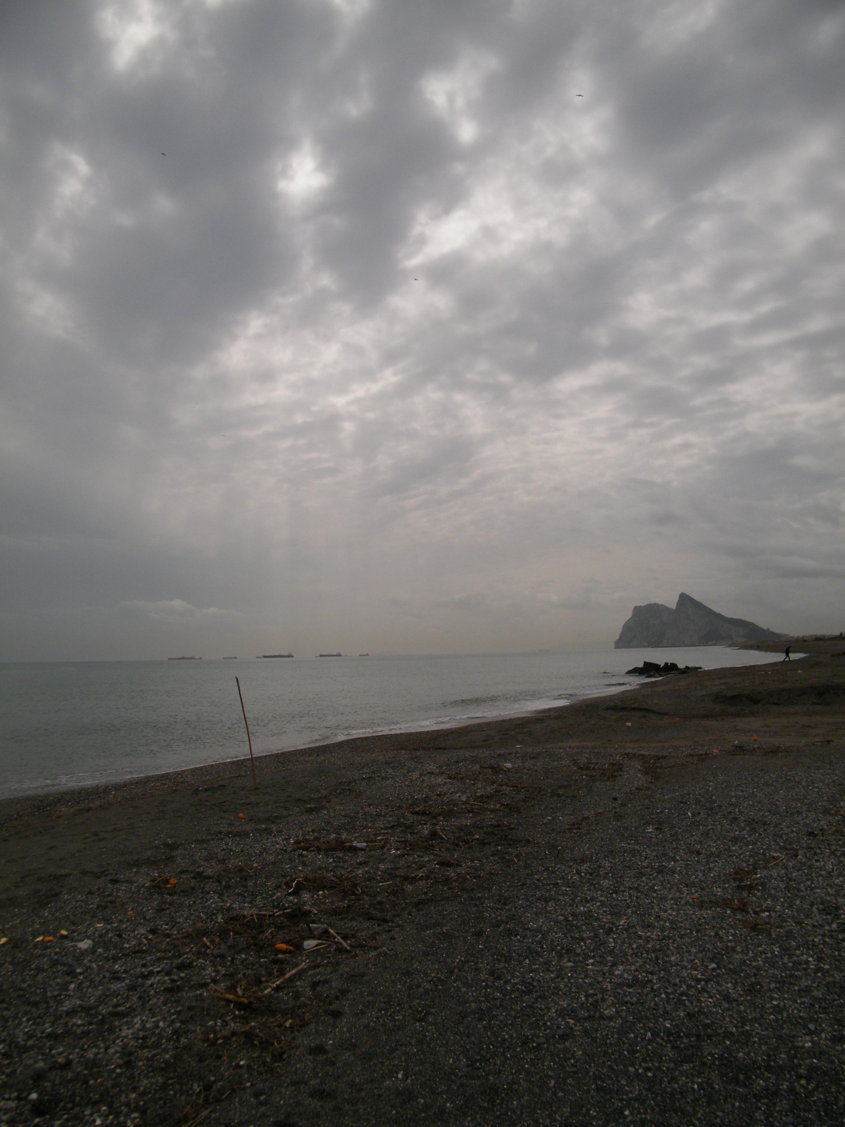 Foto playa La Hacienda / Santa Clara. Gibraltar desde el Levante II