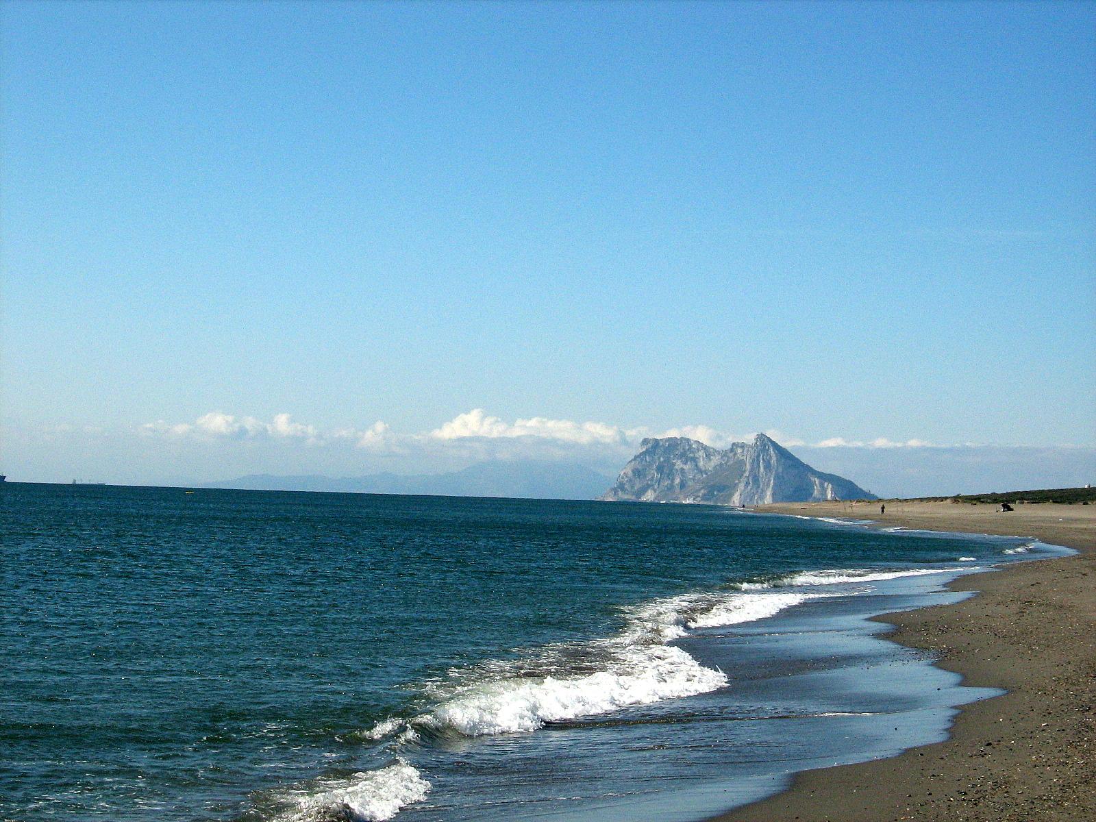 Foto playa La Hacienda / Santa Clara. Gibraltar desde La alcaidesa